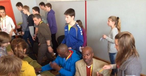 W Sopocie lekkoatleci już walczą o medale Halowych Mistrzostw Świata. A w szkołach uczniów odwiedzają dawni mistrzowie, którzy dziś są ambasadorami IAAF - Międzynarodowego Stowarzyszenia Federacji Lekkoatletycznych. W sportowym gimnazjum było aż 3 złotych medalistów igrzysk w Atlancie i mistrzyni olimpijska z Pekinu.