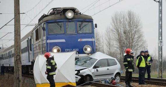 Jedna osoba zginęła na strzeżonym przejeździe kolejowym w wielkopolskich Pobiedziskach. Samochód zderzył się z pociągiem Jeziorak, jadącym z Olsztyna do Poznania.