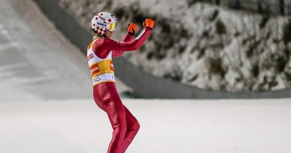 Kamil Stoch skoczył 127 m i jest 10. po pierwszej serii konkursu Pucharu Świata w skokach narciarskich w norweskim Trondheim. Prowadzi Czech Roman Koudelka - 137 m. W finale wystąpi czterech Polaków.