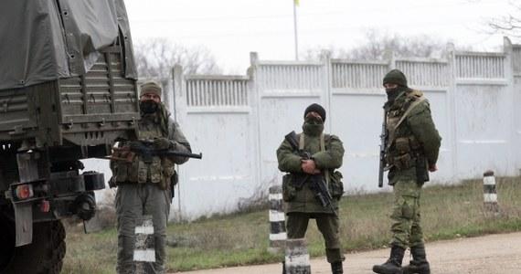 """""""Jest wciąż nadzieja  na dialog. Wierzę, że nie zaczęła się jeszcze nowa zimna wojna"""" – oświadczył Dmitrij Pieskow, rzecznik Władimira Putina. """"Rosja nie pozostanie obojętna, jeśli nad Rosjanami gdzieś na świecie, a zwłaszcza w sąsiedniej Ukrainie, zawiśnie śmiertelne niebezpieczeństwo"""" – zastrzegł."""