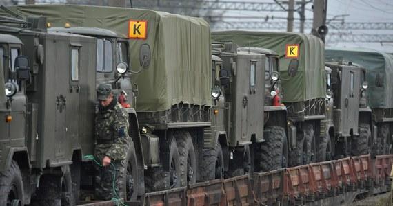"""Eksperci NATO dysponują dowodami na obecność na Krymie co najmniej 2 tys. rosyjskich żołnierzy przetransportowanych na półwysep samolotami - podał niemiecki tygodnik """"Der Spiegel"""". Moskwa twierdzi, że na Krymie na ma rosyjskiego wojska."""
