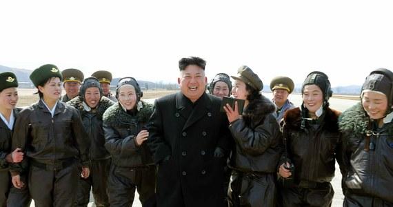 Obywatele Korei Północnej idą do urn, by zatwierdzić członków jednoizbowego parlamentu, Najwyższego Zgromadzenia Ludowego. To pierwsze wybory za rządów Kim Dzong Una, który przejął władzę w grudniu 2011 r. po śmierci swojego ojca Kim Dzong Ila.