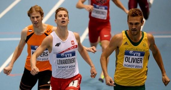 Marcin Lewandowski (SL WKS Zawisza Bydgoszcz) został zdyskwalifikowany za przekroczenie linii i stracił brązowy medal lekkoatletycznych halowych mistrzostw świata w Sopocie w biegu na 800 m. Po srebro sięgnął Adam Kszczot (RKS Łódź).