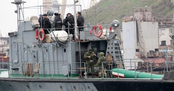 Żołnierze rosyjscy otworzyli ogień w czasie zajmowania siedziby batalionu transportu samochodowego Marynarki Wojennej Ukrainy pod Bachczysarajem na Krymie. Nikt nie został ranny - podała agencja Interfax-Ukraina.