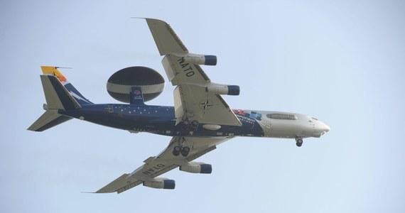 """Samoloty wczesnego ostrzegania i dowodzenia AWACS będą latać nad Polską i Rumunią w celu wsparcia i monitorowania kryzysu na Ukrainie – poinformowały źródła w NATO. """"Rada Północnoatlantycka zdecydowała w poniedziałek o wykorzystaniu samolotów rozpoznania AWACS nad Polską i Rumunią w ramach starań Sojuszu mających na celu monitorowanie kryzysu na Ukrainie"""" - poinformował pragnący zachować anonimowość przedstawiciel NATO."""