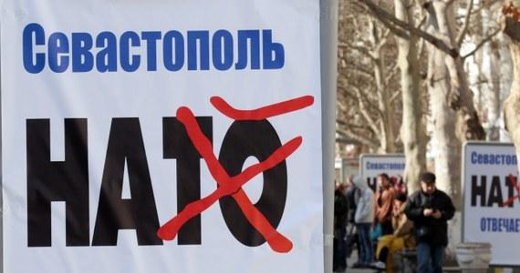 """Jestem jedynym prawowitym prezydentem Ukrainy, nikt mnie nie odwołał i nigdzie nie uciekałem - mówił podczas konferencji prasowej w Rostowie nad Donem Wiktor Janukowycz. """"W czasie przewrotu byłem na terytorium Ukrainy"""" - zapewnił. Tuż po godz. 11 parlament należącej do Ukrainy Autonomicznej Republiki Krymu przyjął deklarację niepodległości. Rosjanie zapowiedzieli pierwsze od 20 lat masowe desantowanie żołnierzy z powietrza w Rosji."""