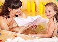 Jak oswoić dziecko z nagością?