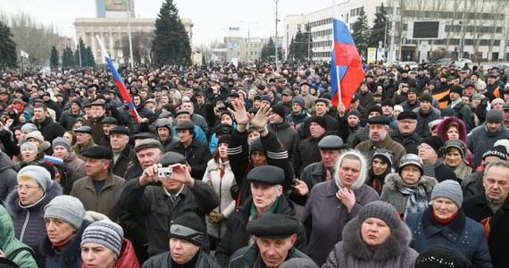 Parlament Krymu przyjął deklarację niepodległości. W odpowiedzi Kijów zażądał anulowania planowanego referendum ws. przyłączenia do Rosji. Dziś również obalony prezydent Ukrainy oznajmił, że wciąż stoi na czele państwa.
