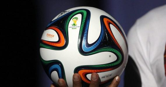 Dwaj deputowani Dumy Państwowej, niższej izby parlamentu rosyjskiego, w liście skierowanym do Międzynarodowej Federacji Piłkarskiej zażądali... wykluczenia USA z mundialu w Brazylii oraz zawieszenia członkostwa Stanów Zjednoczonych w FIFA. Rzecznik FIFA odmówił komentarza.