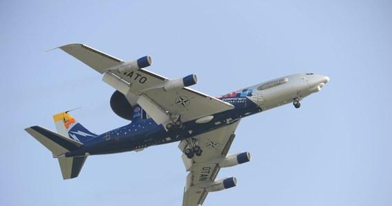 Dwa natowskie samoloty wczesnego ostrzegania i dowodzenia systemu AWACS wystartowały z baz w Niemczech i Wielkiej Brytanii, by przeprowadzić loty nad Polską i Rumunią - poinformował Sojusz. Samoloty mają monitorować kryzys na Ukrainie.