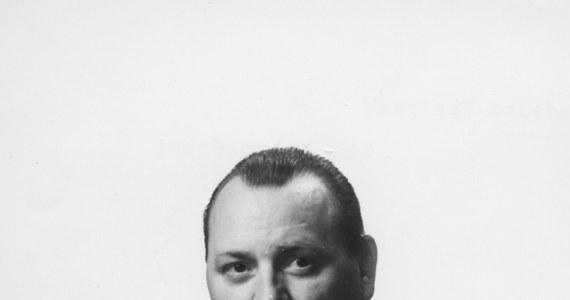 Szykuje się kolejny skandal z pochówkiem odznaczonego Orderem Virtuti Militari komunistycznego generała na Powązkach Wojskowych z udziałem Kompanii Reprezentacyjnej Wojska Polskiego. Zmarł bowiem gen. Tadeusz Pietrzak, który w swej bogatej karierze był m.in. komendantem wojewódzkim Milicji Obywatelskiej w Poznaniu w trakcie wydarzeń czerwca 1956 roku, zastępcą szefa Informacji Wojskowej, wiceministrem spraw wewnętrznych (w latach 1968-1978), Komendantem Głównym MO, a w grudniu 1970 roku uczestniczył w naradzie w gabinecie I sekretarza Komitetu Centralnego Polskiej Zjednoczonej Partii Robotniczej Władysława Gomułki, podczas której podjęto decyzję o użyciu broni wobec protestujących na Wybrzeżu, co skrzętnie przypomniał w portalu wPolityce Tadeusz Płużański. Pogrzeb z honorami w godnym miejscu przysługuje mu z urzędu jako generałowi i kawalerowi VM.