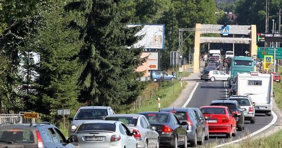 """O godz. 13:30 kolejarze z małopolskiej """"Solidarności"""" zablokują zakopiankę (droga krajowa numer 7) na wysokości Rabki Zdroju. Zaprotestują w ten sposób przeciw wyłączeniu z ruchu szlaku kolejowego Kraków - Zakopane. Kierowcy muszą się liczyć ze sporymi utrudnieniami."""