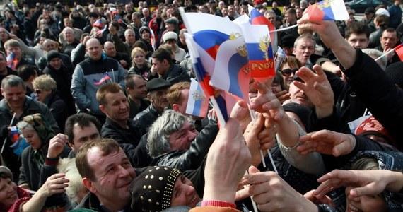 W Charkowie, Doniecku i Ługańsku na wschodniej Ukrainie trwają prorosyjskie wiece. Ich uczestnicy domagają się federalizacji kraju i ustąpienia władz w Kijowie. Popierają referendum ws. przyłączenia Krymu do Rosji.