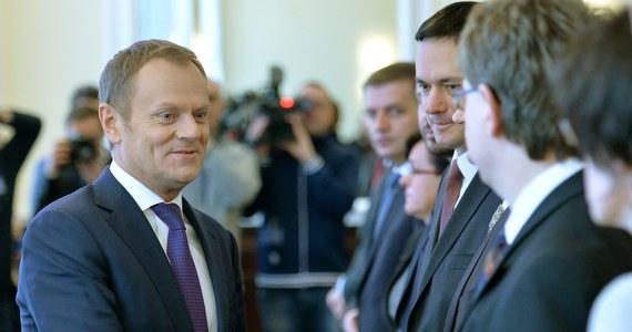 """Po 26 mają w rządzie PO Donalda Tuska mogą być nawet trzy wakaty – ujawnia """"Rzeczpospolita"""". Roszady personalne mogą być niezbędne ze względu na eurowybory."""