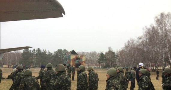 Walka wręcz, szybki kurs strzelania z kałasznikowów i wyrzutni rakietowych, kierowanie transporterami opancerzonymi i rzucanie granatami. Kilka tysięcy Ukraińców zaczęło właśnie szkolenie wojskowe w nowopowołanej Gwardii Narodowej. Mają bronić kraj przez rosyjską inwazją.