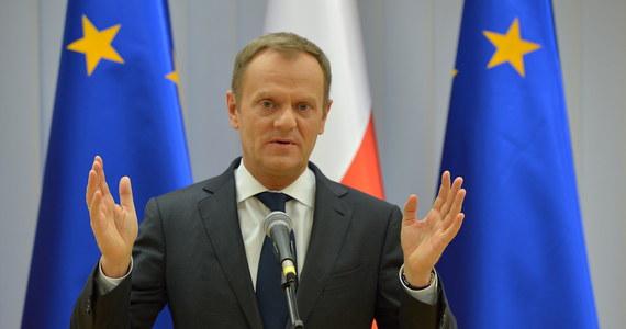 """""""Najpóźniej do 2016 roku świadczenia dla rodziców dzieci niepełnosprawnych sięgną wysokości płacy minimalnej"""" - zapowiedział to w Brukseli premier Donald Tusk. Wcześniej w Warszawie nie znalazł czasu, by przyjść do Sejmu, bo najwyraźniej doradcy od PR uznali, że w tym starciu premier przegra."""