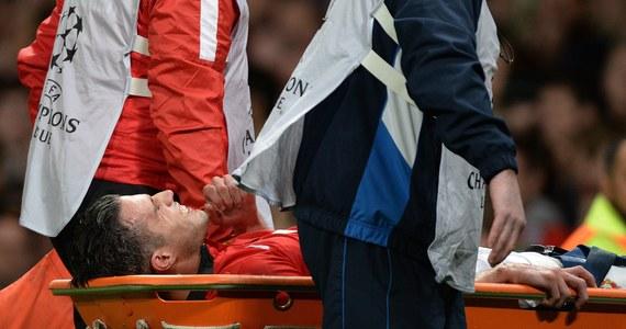 Nawet przez sześć tygodni może pauzować Holender Robin van Persie. Napastnik Manchesteru United doznał kontuzji lewego stawu kolanowego. Uraz wykluczy go z występu w ćwierćfinałowym meczu Ligi Mistrzów z Bayernem Monachium.