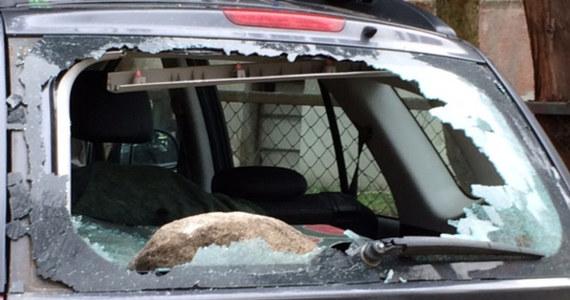 Policja zatrzymała sześć osób podejrzanych o zniszczenie w nocy z soboty na niedzielę kilkunastu samochodów w Gdańsku- Oliwie - ustalił reporter RMF FM Kuba Kaługa.