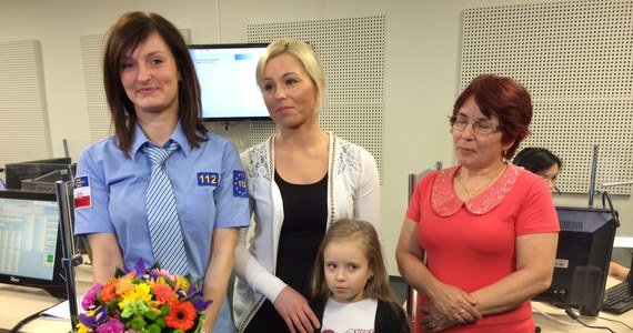 Babcia i ciocia miesięcznej Lenki spod Malborka poznały dziś operatorkę numeru 112, która w zeszłym tygodniu pomogła uratować duszące się dziecko. Na spotkanie niestety nie dotarła matka dziewczynki – dziecko ponownie trafiło dziś do szpitala.