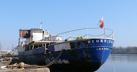 Brał udział w ewakuacji żołnierzy spod Dunkierki i w inwazji na Normandię. Z jego pokładu królowa angielska przyjmowała paradę okrętów NATO. Był tu też klub go-go. Jeszcze pięć lat temu statek THPV Bembridge był kompletną ruiną. Do dawnej świetności przywrócili go szczecinianie.