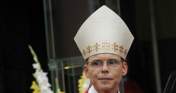 Watykan przyjął dymisję biskupa Limburga w Niemczech Franza-Petera Tebartza-van Elsta. Duchowny jest oskarżany o szastanie pieniędzmi i wydanie milionów euro na budowę rezydencji z kościelnego funduszu pomocy. Dymisję złożył w październiku ubiegłego roku.