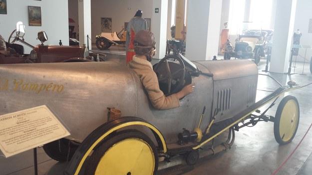 W muzeum motoryzacyjnych staroci...
