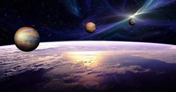 Studenci z Politechniki Wrocławskiej zaprojektowali dwuosobowy statek kosmiczny z wyposażeniem, ale też obliczyli trajektoria lotu, terminarz i ekonomię misji. Projekt polskiego zespołu Space is More znalazł się w finałowej dziesiątce międzynarodowego konkursu Inspiration Mars Student Design Contest.