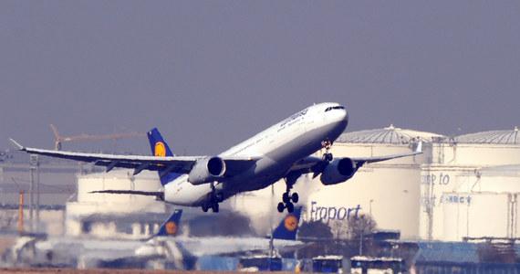 Z powodu trzydniowego strajku pilotów Lufthansa odwołała 3,8 tysięcy lotów. Jak poinformował największy niemiecki przewoźnik lotniczy, utrudnienia będą dotyczyć 425 tysięcy pasażerów. Strajk zapowiedziało w piątek Stowarzyszenie Pilotów (VC). Związkowcy walczą o podwyżkę płac i zachowanie przywilejów emerytalnych. Swój protest rozpoczną o północy z wtorku na środę, a zakończą o godz 23:59 w piątek.