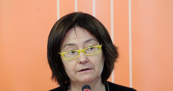 """""""To, co opowiadają politycy, że my mamy renty i emerytury naszych podopiecznych, jest skandaliczne"""" – mówili protestujący przed Sejmem opiekunowie dorosłych osób niepełnosprawnych na spotkaniu z Ireną Lipowicz, Rzecznikiem Praw Obywatelskich. Poprosili ją o interwencję i zapowiedzieli, że zostaną na miejscu, dopóki ich postulaty nie zostaną spełnione."""