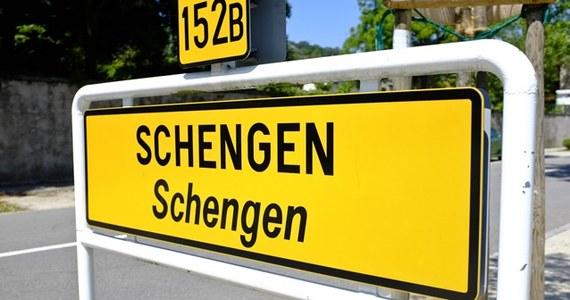 Komisja Europejska zaproponowała uproszczenie i skrócenie procedur wydawania wiz strefy Schengen, co ma pomóc w pobudzeniu wzrostu gospodarczego oraz zatrudnienia, szczególnie w sektorach związanych z turystyką i transportem.