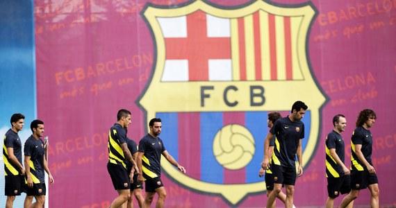 FC Barcelona nie ma ostatnio - jak to się ładnie mówi - dobrej prasy. Poważnych i kosztownych wpadek wizerunkowych jest ostatnio dość dużo. A to okazało się, że transfer Neymara nie przebiegał tak jak powinien. Teraz nieprawidłowości dotyczą sporej grupy niepełnoletnich piłkarzy, których ściągano do Katalonii z myślą o przyszłości.