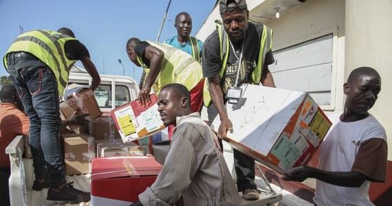 Z dnia na dzień rośnie liczba ofiar największej i najgroźniejszej epidemii gorączki krwotocznej Ebola w Afryce - alarmuje międzynarodowa organizacja Lekarze bez Granic z siedzibą w Paryżu. Wprowadzono już specjalny plan przeciwdziałania ewentualnemu atakowi śmiercionośnego wirusa we Francji.