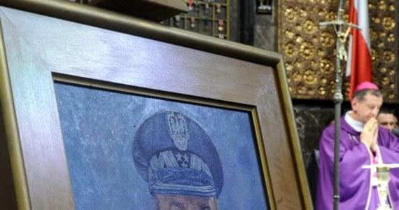 """""""Prezydium sejmowej komisji kultury zdecydowało, że komisja nie będzie rozpatrywać projektu uchwały ws. uczczenia pamięci gen. Andrzeja Błasika"""" - poinformowała przewodnicząca komisji Iwona Śledzińska-Katarasińska (PO). Projekt uchwały przygotowało PiS."""