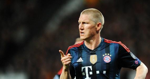 """Dziennikarze """"The Sun"""" oraz """"Daily Mirror"""" dostali od Bayernu Monachium zakaz wstępu na rewanżowy mecz ćwierćfinałowy piłkarskiej Ligi Mistrzów przeciwko Manchesterowi United. Klubowi z Bawarii nie spodobały się relacje brytyjskich tabloidów po pierwszym spotkaniu obu drużyn. Gracza Bayernu Bastiana Schweinsteigera nazwały """"brudną świnią""""."""