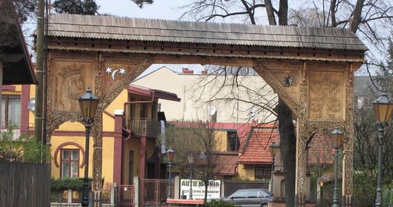"""Fakty z Twojego Miasta zawitały dzisiaj do Starego Sącza. Jest to jedno z najstarszych miast w Polsce. Malowniczo położone w widłach Popradu i Dunajca, bywa nazywane """"Grodem Św. Kingi"""" i """"średniowieczną perłą Beskidu"""". Układ centrum miasta jest od przeszło pół wieku zabytkiem, a nie zmienił się ponoć od czasów średniowiecznych."""