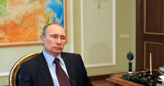 """Niemiecki """"Die Welt"""" w opublikowanym dziś komentarzu bierze w obronę ministra finansów Wolfganga Schaeublego, który jest krytykowany za porównanie rosyjskiej aneksji Krymu do zajęcia przez Hitlera w 1938 roku Sudetów w Czechosłowacji. """"Putin nie jest Hitlerem"""" - stwierdza dziennik, pytając jednocześnie: """"Czy ma to jednak oznaczać, że wnioski z lekcji w Monachium straciły na aktualności?"""""""