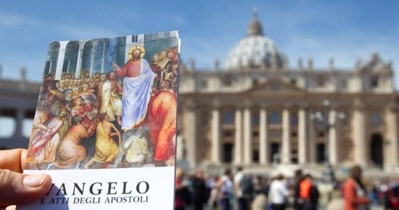 Kilkadziesiąt tysięcy osób przybyłych na modlitwę Anioł Pański w Watykanie otrzymało od papieża Franciszka kieszonkowe wydanie Ewangelii. Wcześniej zachęcał on wiernych, by zawsze mieli ją przy sobie.