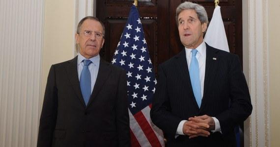 Szef amerykańskiej dyplomacji John Kerry w rozmowie z rosyjskim ministrem spraw zagranicznych Siergiejem Ławrowem, dał jasno do zrozumienia, że Rosja będzie musiała zapłacić za dalsze próby destabilizacji sytuacji na Ukrainie. Oświadczył też, że Stany Zjednoczone z wielkim niepokojem obserwują to, co dzieje się na wschodzie Ukrainy.