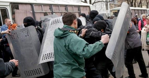 """""""Wyślemy swoich bojowników do Ługańska, Charkowa i Doniecka. Władze wykazują bowiem """"przestępczą bezczynność"""" i nie potrafią uspokoić sytuacji na wschodzie Ukrainy"""" - zapowiada skrajnie nacjonalistyczny, ukraiński Prawy Sektor."""