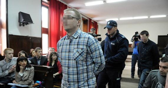 Na karę dożywocia za zabójstwo czterech osób skazał warszawski sąd Mariusza B. Proces był poszlakowy. Nie odnaleziono ciała żadnej z ofiar. Mężczyzna będzie mógł się ubiegać o przedterminowe zwolnienie po 40 latach.