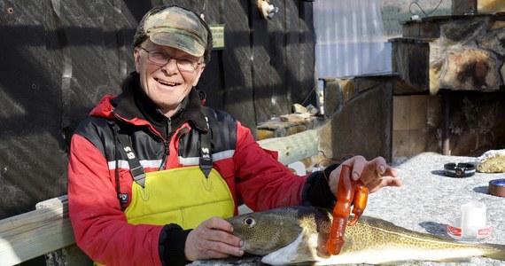 Bjørn Frilund długo tego połowu nie zapomni. Najpierw cieszył się, bo udało mu się złowić piękny okaz dorsza. Wyjątkowy okaz – bo w jego brzuchu znalazł… pomarańczowy wibrator.