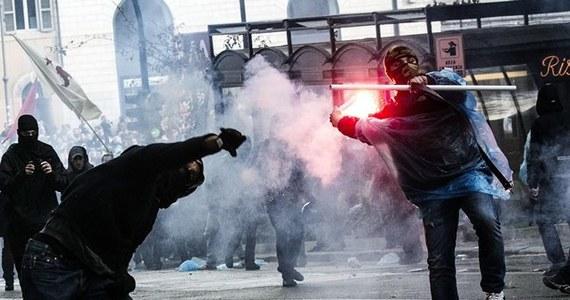 Około 30 rannych, wśród nich 20 policjantów - to bilans starć po demonstracji w sobotę w Rzymie, w której przeszli działacze ruchu domagającego się taniego budownictwa, imigranci, przeciwnicy budowy linii kolei dużych prędkości w Alpach na północy Włoch.