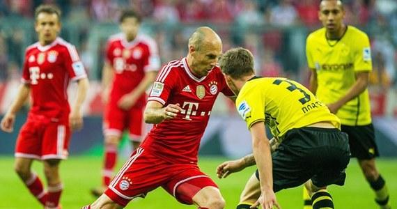 Bayern Monachium, który przed paroma tygodniami obronił tytuł piłkarskiego mistrza Niemiec, przegrał aż 0:3 z Borussią Dortmund w 30. kolejce ekstraklasy. To dopiero druga porażka ligowa Bawarczyków. BVB zrewanżowała się za przegraną 0:3 z rundy jesiennej.