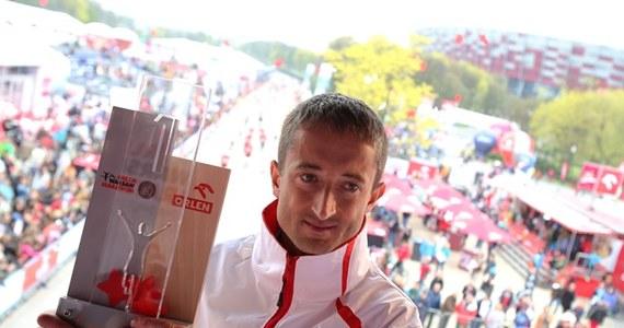 Etiopczyk Tola Tadesse, brązowy medalista ubiegłorocznych mistrzostw świata w Moskwie, wynikiem 2:06.54 został zwycięzcą 2. Orlen Warsaw Marathon. Mistrzem Polski na dystansie 42 km 195 m został Henryk Szost (WKS Grunwald Poznań) - 2:08.54.
