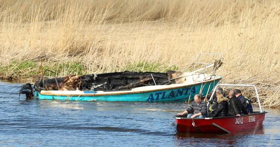 Żeglarze, którzy wczoraj wpłynęli na linie wysokiego napięcia na kanale Cieplicówka, pochodzili z Elbląga. Jacht spłonął. Cała czteroosobowa załoga zginęła.