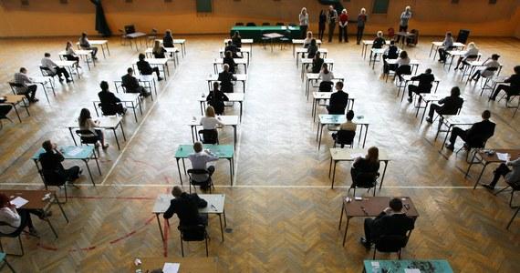 Egzamin gimnazjalny 2014 dobiegł końca! W RMF FM, na RMF 24 i Interia.pl pomagaliśmy uczniom trzecich klas gimnazjum w przebrnięciu przez ten trudny czas.