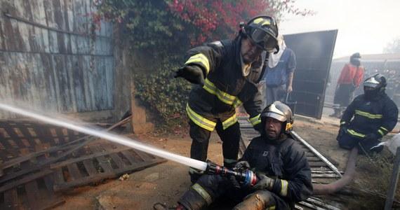 Do 15 wzrosła liczba ofiar śmiertelnych wielkiego pożaru, który od kilku dni szaleje w chilijskim Valparaiso; 500 osób odniosło obrażenia. Większość ciał znaleziono w zgliszczach domów na południowych obrzeżach tego 250-tysięcznego miasta nad Pacyfikiem.