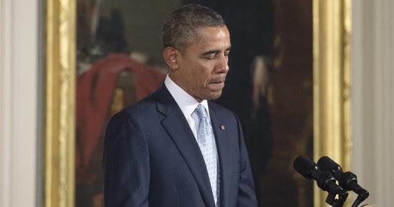 """Oskarżenia o rosyjską ingerencję na Ukrainie są """"bezpodstawne"""", a groźba interwencji jest oparta na nierzetelnych doniesieniach - tak Władimir Putin miał powiedzieć prezydentowi USA w czasie rozmowy telefonicznej. Biały Dom oświadczył z kolei, że Barack Obama wyraził zaniepokojenie działaniami Rosji na Ukrainie i zagroził kolejnymi sankcjami, jeśli Moskwa nie zmieni swej polityki."""
