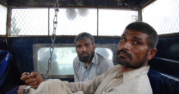 Pakistańska policja aresztowała dwóch braci, podejrzanych o kanibalizm. W ich domu znaleziono głowę dziecka. Już w 2011 roku lokalna społeczność przeżyła szok, kiedy okazało się, że bracia wyciągnęli z grobów setkę ciał zmarłych.