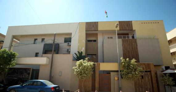 Ambasador Jordanii w Libii został porwany przez zamaskowanych napastników w Trypolisie. Wcześniej samochód, którym poruszał się dyplomata został ostrzelany. Kierowca został ranny - poinformował libijski MSZ.
